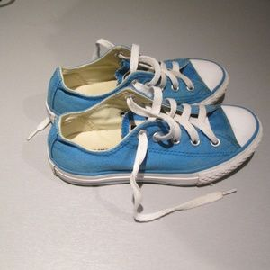 Blue low top Converse Fashion Sneakers